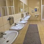 Część socjalna obejmuje również w pełni wyposażone sanitariaty.